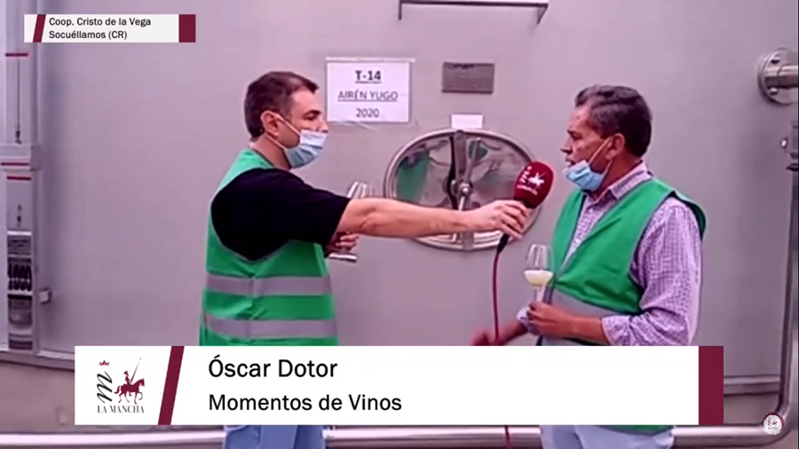 Óscar Dotor visita la Cooperativa Cristo de la Vega, en Socuéllamos