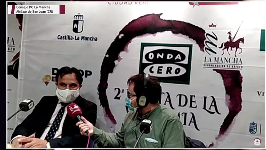 Momento en el que Javier Ruíz entrevista a Carlos David Bonilla