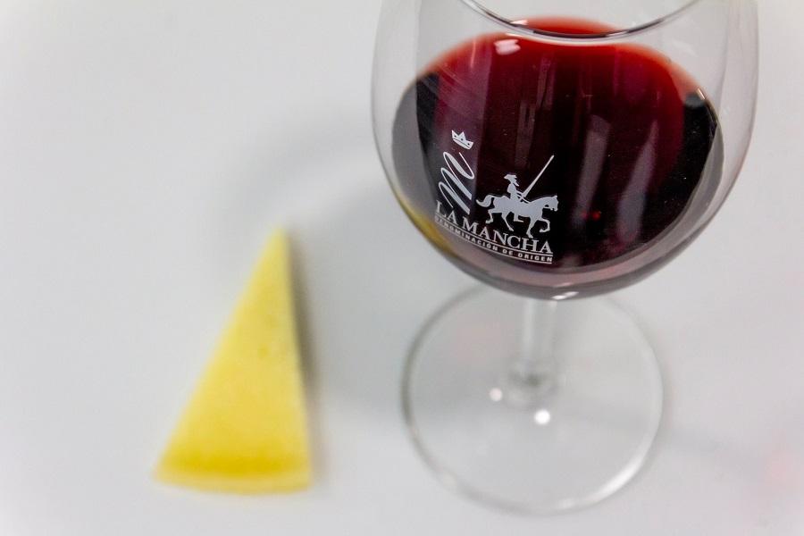Vino de La Mancha y queso por San Valentín